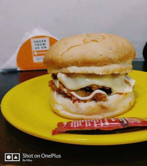 Бесплатное стоковое фото с большой бугер, бургер с сыром, закуски