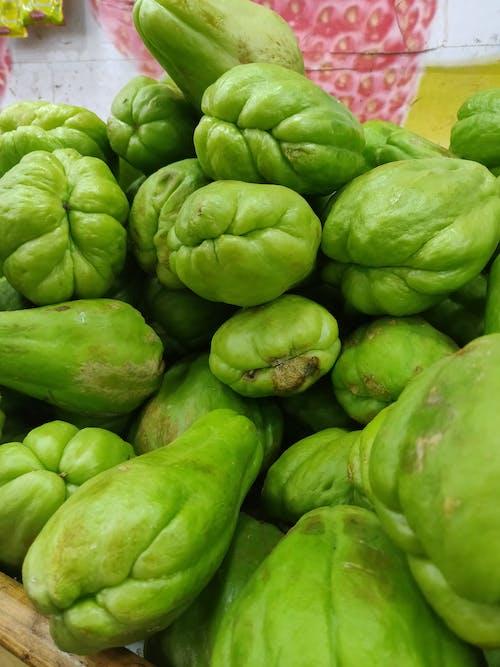 Бесплатное стоковое фото с овощ, рынок, свежий овощ, чайот съедобный