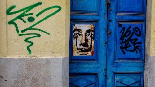 Foto profissional grátis de grafitti, puerta