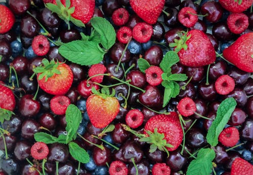 Photos gratuites de aliments, baies, cerises, corbeille de fruits