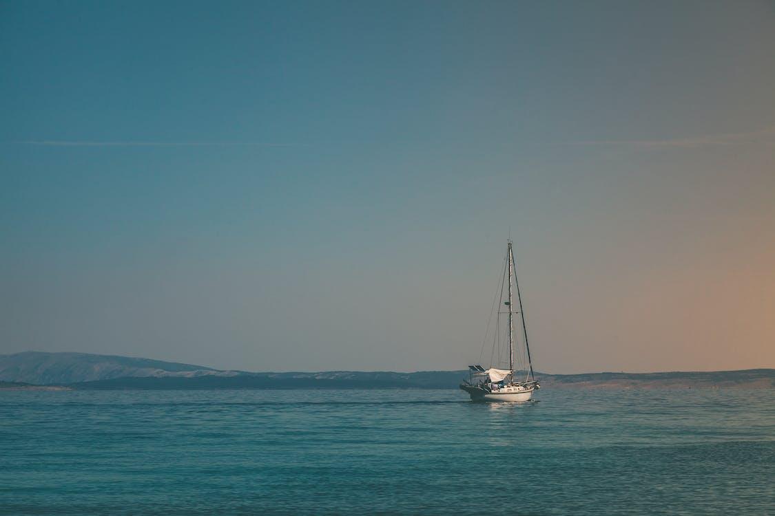 dobrodružstvo, jachta, krajina pri mori