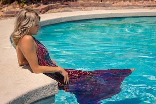 Darmowe zdjęcie z galerii z brittaney, model, modelka, strzelać z basenu