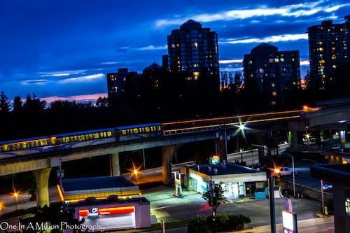 Darmowe zdjęcie z galerii z nocny strzał, pociąg, trenować, vancouver