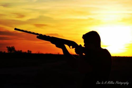 Darmowe zdjęcie z galerii z karabin, pistolet, zachód słońca