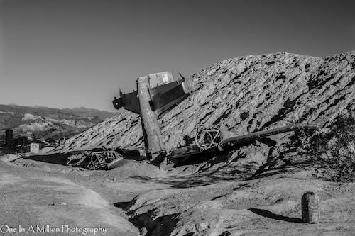 Darmowe zdjęcie z galerii z pustynia, samolot, wrak, wrak samolotu