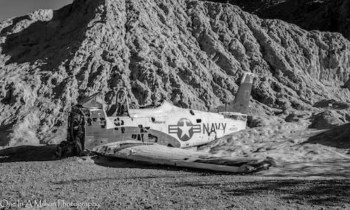 Darmowe zdjęcie z galerii z czarno-biały, góra, granatowy, marynarka wojenna