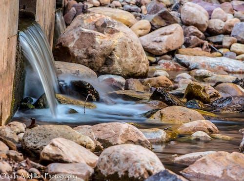 Darmowe zdjęcie z galerii z natura, skały, strumień, woda