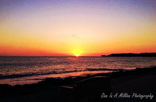 Darmowe zdjęcie z galerii z natura, ocean, plaża, zachód słońca