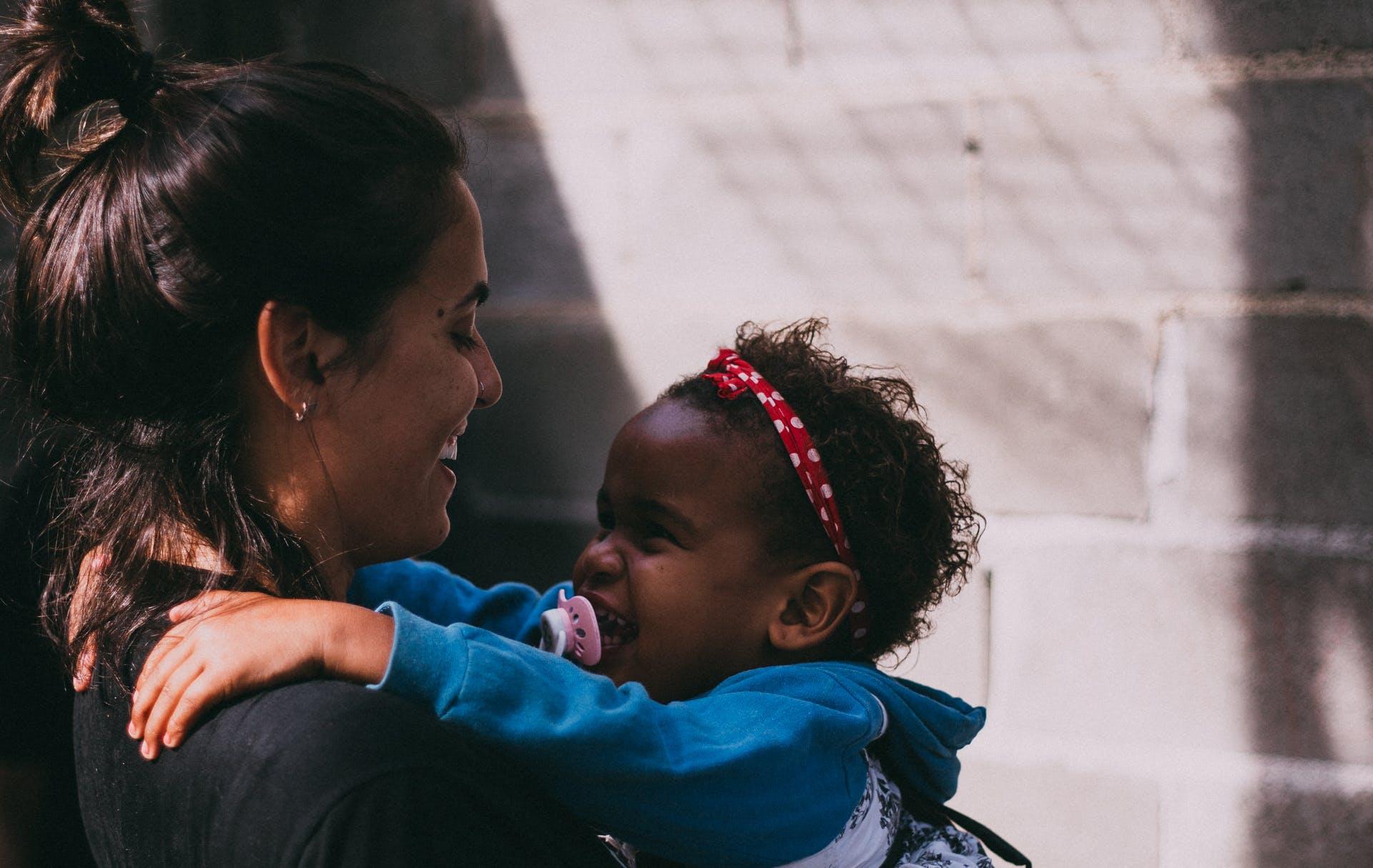 Darmowe zdjęcie z galerii z dziecko, dzień, dziewczyny, interakcja