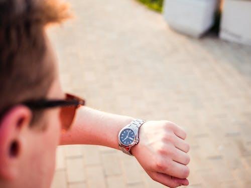 Ingyenes stockfotó aktivitás, az idő ellenőrzése, csukló, elfoglalt témában