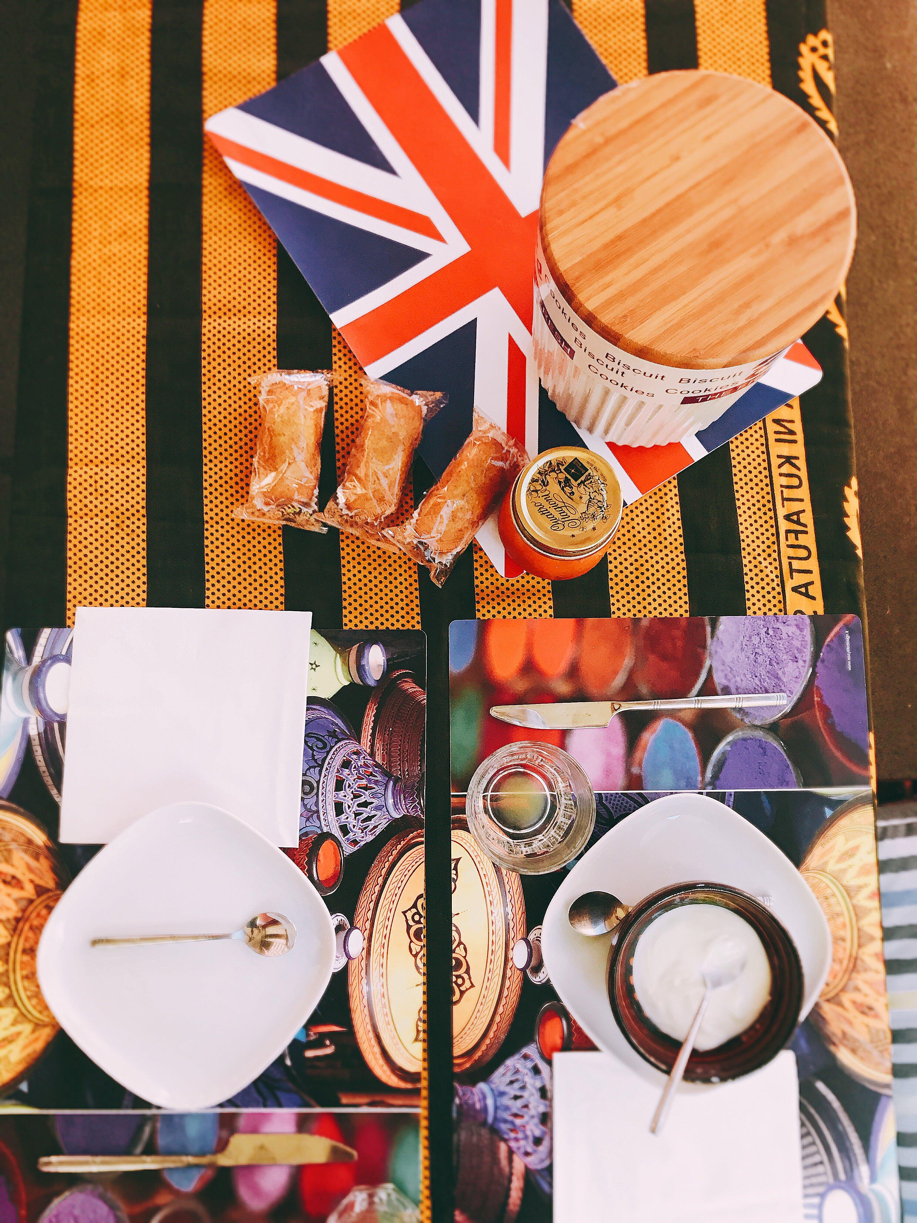 Foto d'estoc gratuïta de bol, colors, cubell, culleres