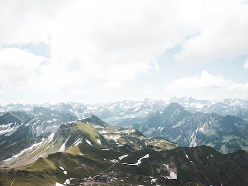 Fotobanka sbezplatnými fotkami na tému chladný, hmla, hora, horský vrchol