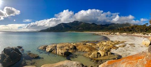 Fotos de stock gratuitas de paraíso de la playa y la montaña