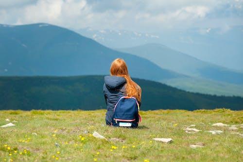 坐, 夾克, 女人, 女孩 的 免费素材照片