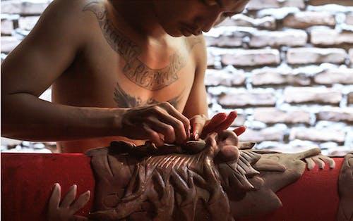 Gratis lagerfoto af mand, rød, skaber, tatovering