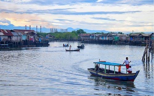 Gratis lagerfoto af både, hav, skib, tidligt om morgenen