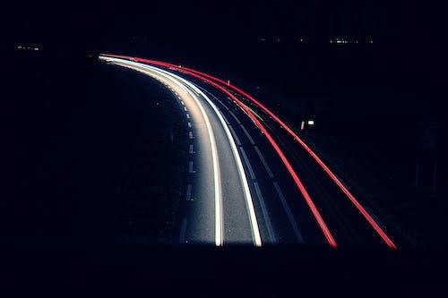 Fotobanka sbezplatnými fotkami na tému cesta, dlhá expozícia, noc, svetlá