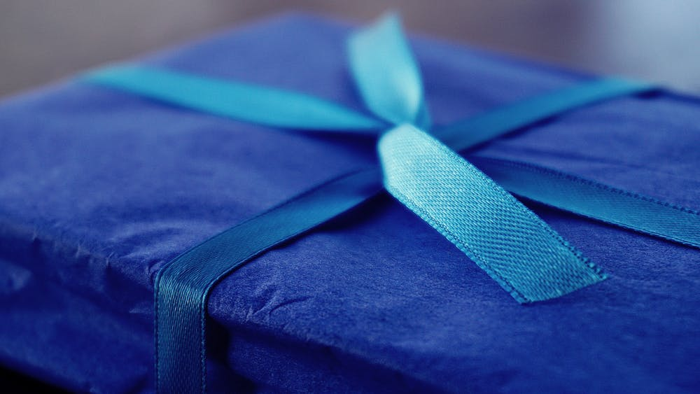 A gift box wrapped with blue string. | Photo: Getty Images