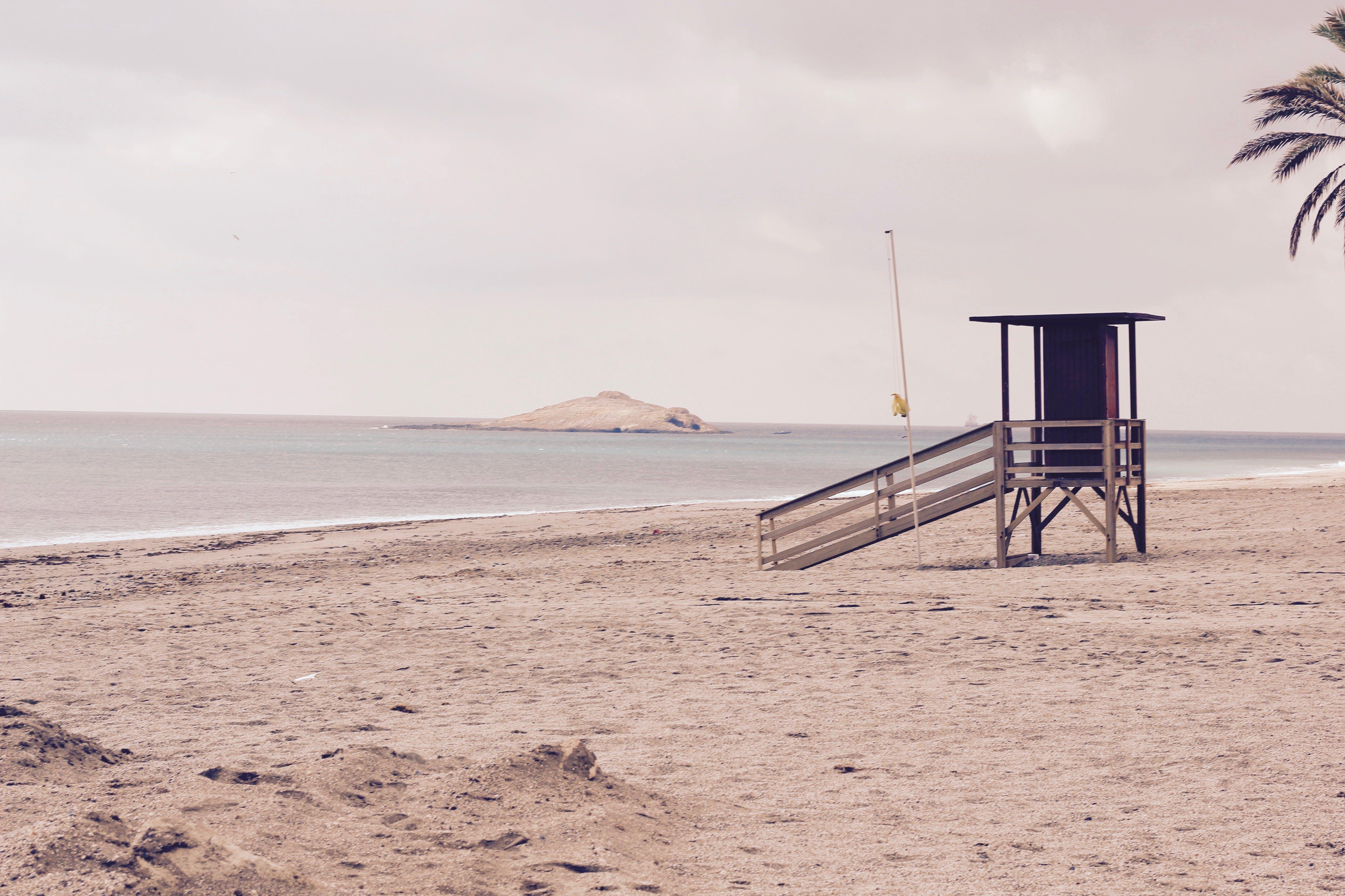 くつろぎ, シースケープ, ビーチ, ライフガードの無料の写真素材