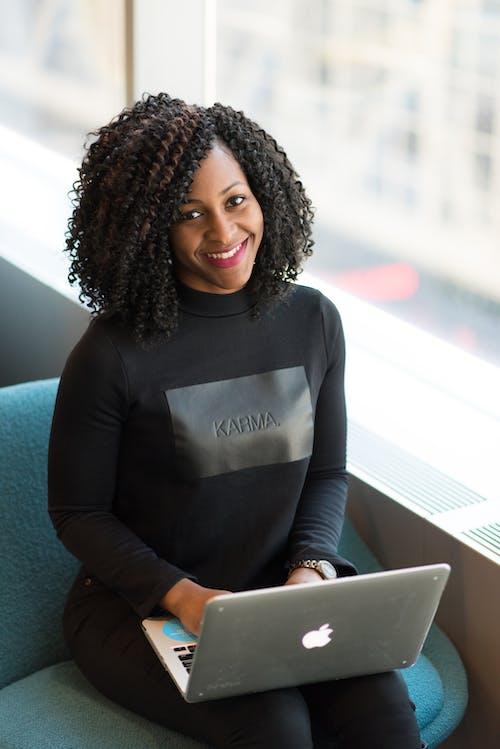 Gratis lagerfoto af afro, afroamerikansk kvinde, afslapning, ansigtsudtryk