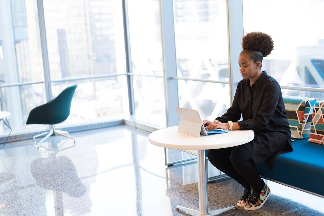 afroamerikansk kvinde, ansigtsudtryk, arbejder