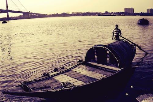 Free stock photo of boat, cityline, houseboat, riverside