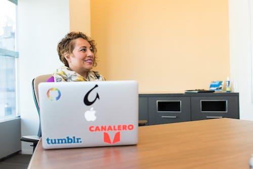互聯網, 商業, 女人, 室內 的 免费素材照片