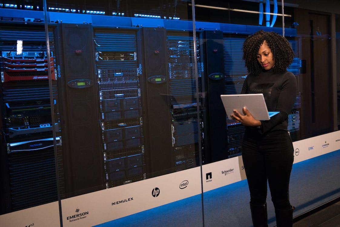 adat, adatbázis, adatközpont