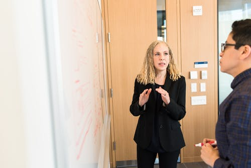 Foto d'estoc gratuïta de debat, dona, feina, gent
