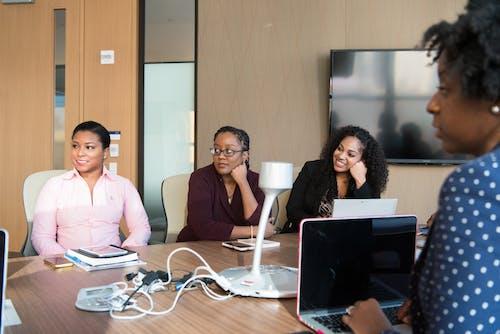 Darmowe zdjęcie z galerii z biuro, czarne kobiety, elektronika, kobiety