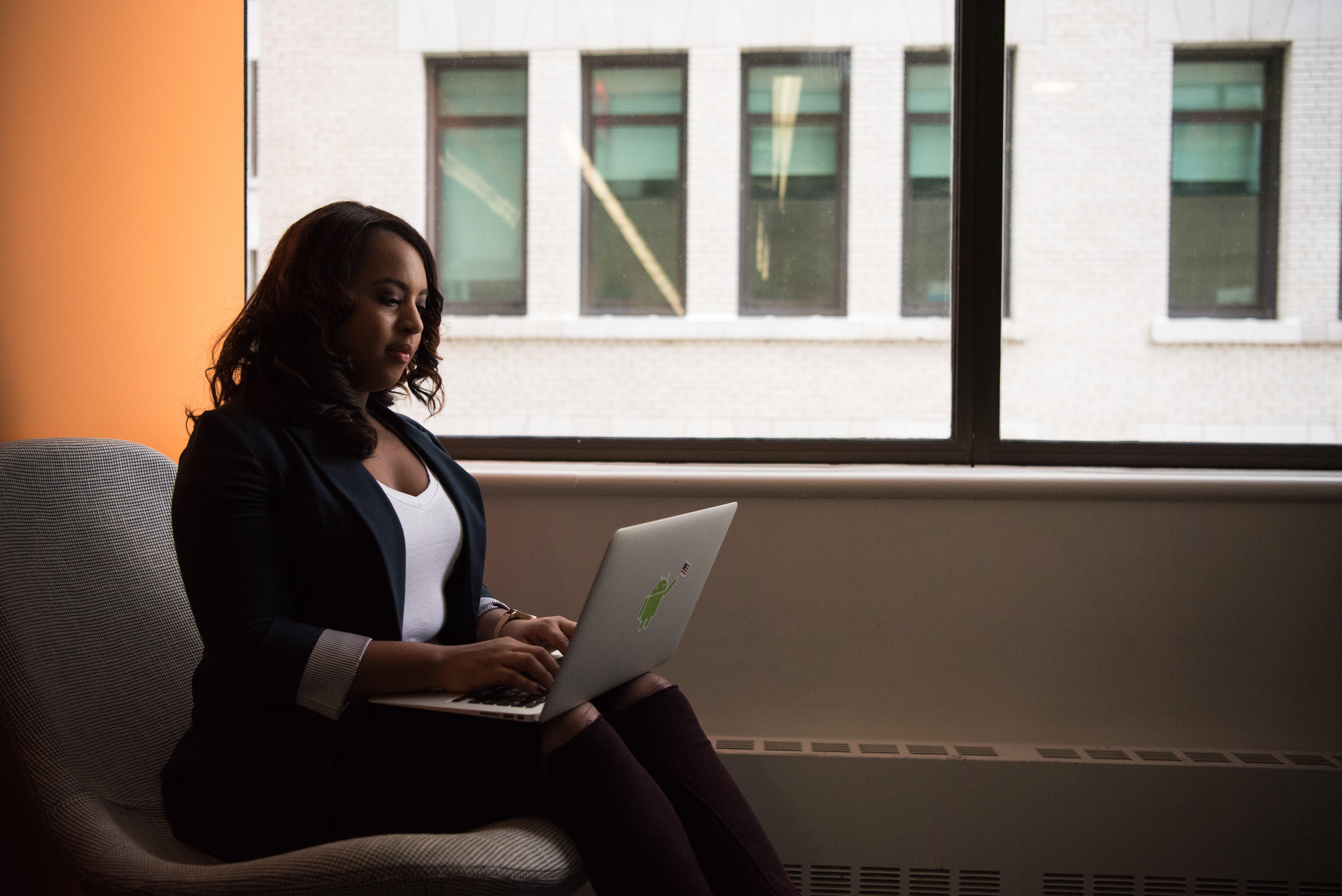 Základová fotografie zdarma na téma afroameričanka, černá holka, černoška, digitální nomád