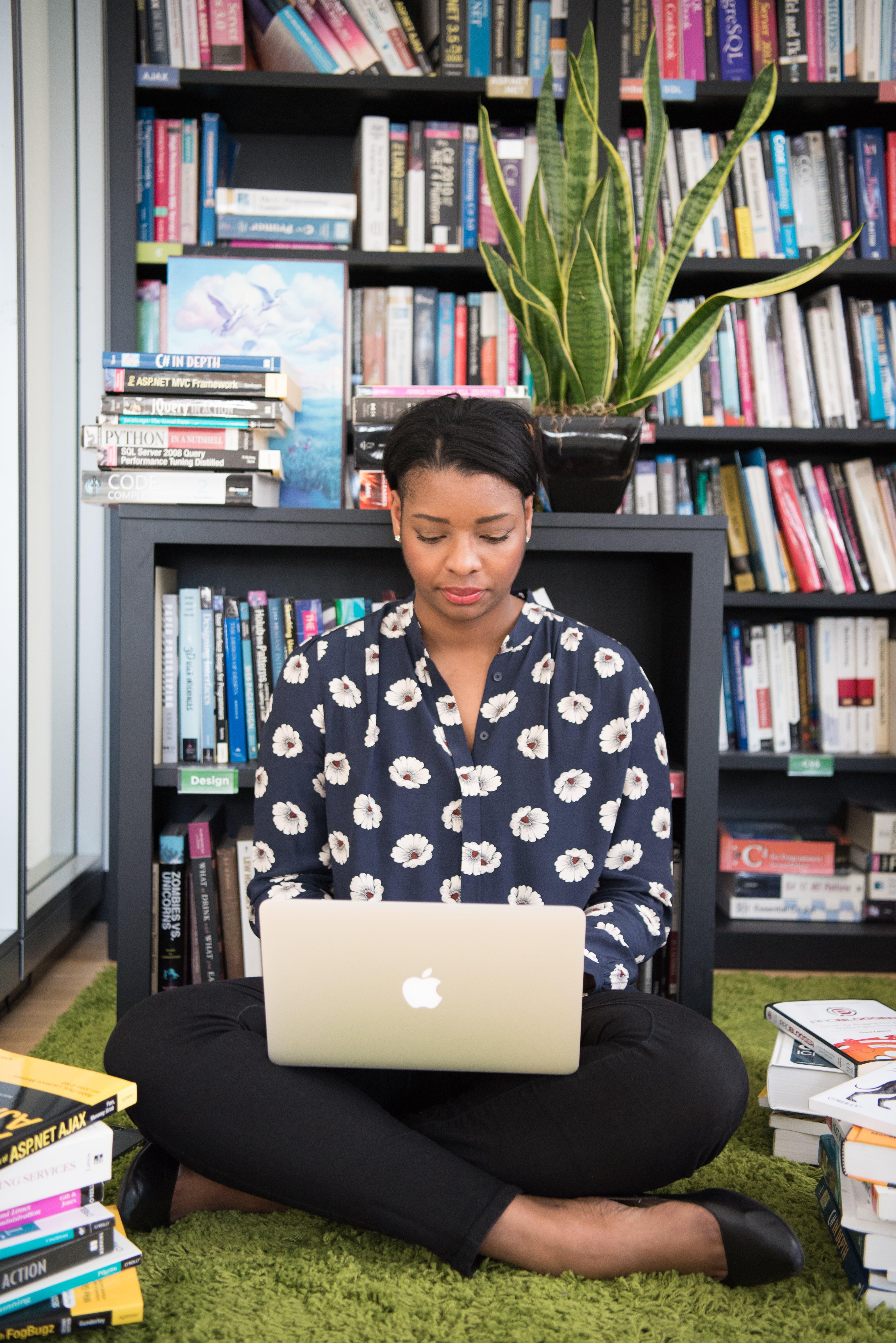 Kostenloses Stock Foto zu bibliothek, bücher, bücherregale, drinnen