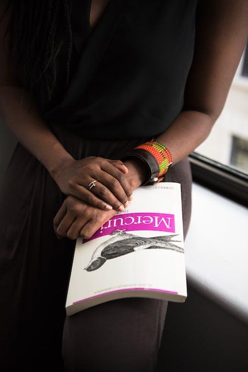 女人, 女孩, 室內, 戒指 的 免費圖庫相片
