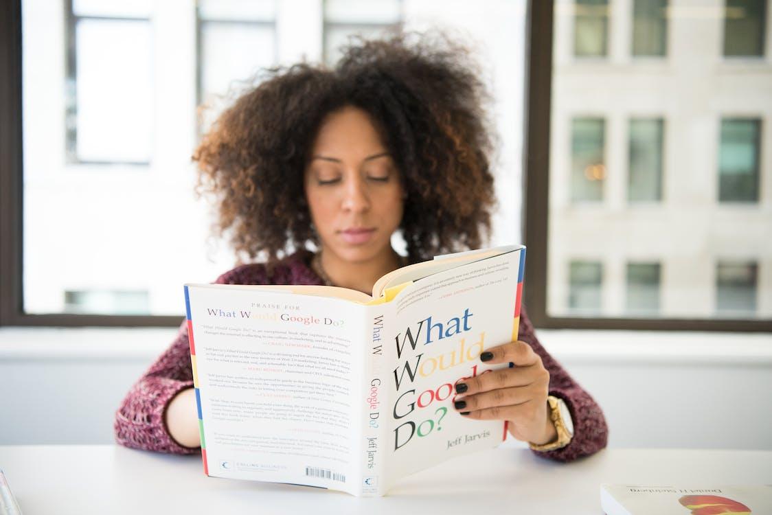 afrikansk amerikan kvinna, frisyr, inlärning