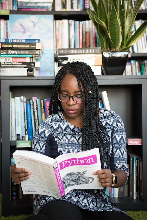 bộ sách, Chân dung, cô gái da đen