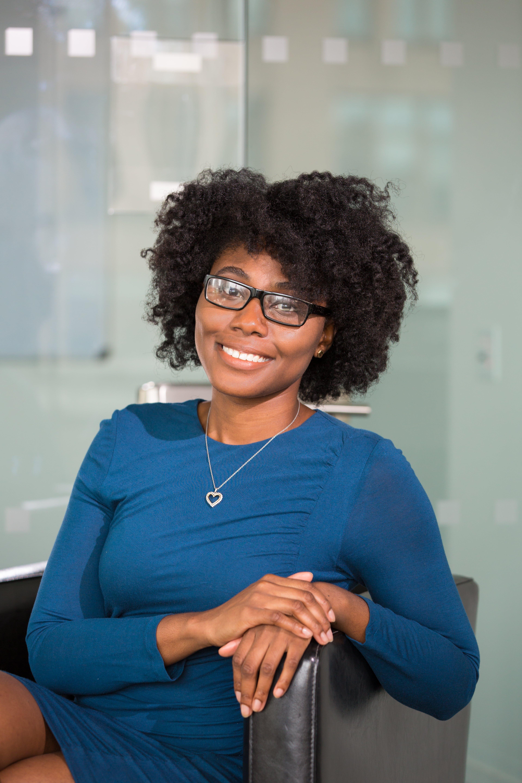 Ingyenes stockfotó afro, álló kép, arckifejezés, beltéri témában