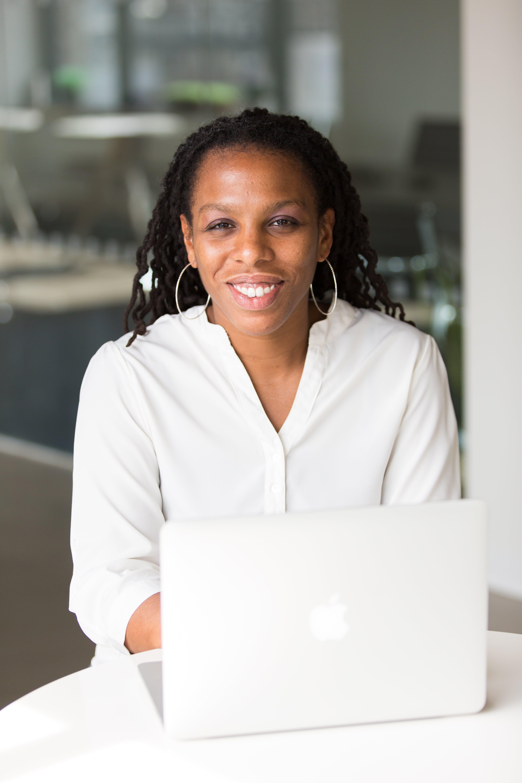 Безкоштовне стокове фото на тему «Інтернет, афро-американська жінка, білий, вираз обличчя»