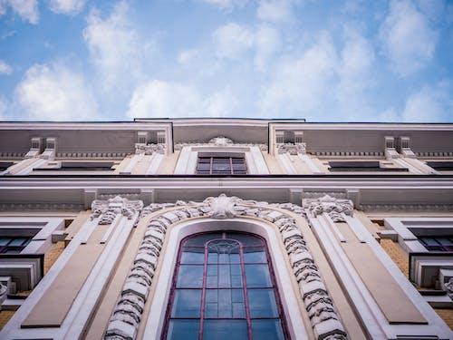 Darmowe zdjęcie z galerii z architektura, budynek, fasada, okna