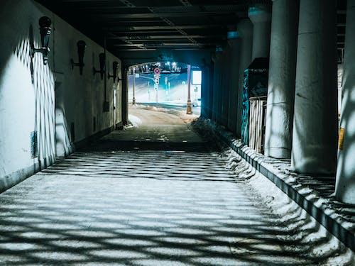 Ingyenes stockfotó alagút, álló kép, árnyék, átjáró témában