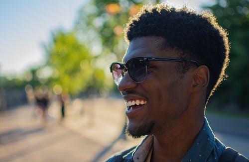Gratis stockfoto met brillen, daglicht, gekleurde kerel, gekleurde man