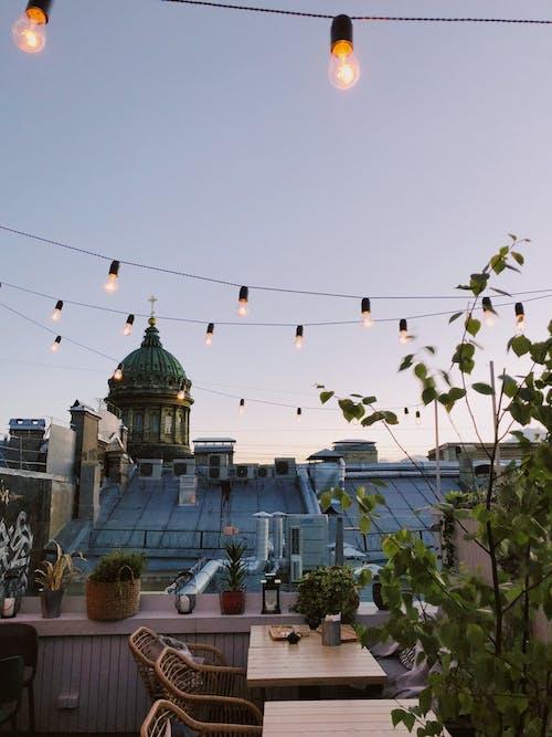 Fotos de stock gratuitas de al aire libre, anochecer, arquitectura, azotea