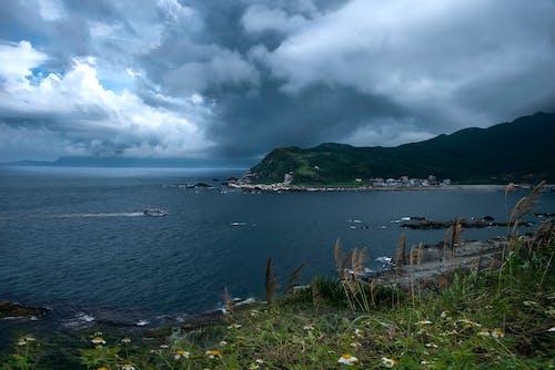 Δωρεάν στοκ φωτογραφιών με θαλασσινό νερό, θαλάσσιο πλάσμα, λιμάνι, νεφελώδης ουρανός