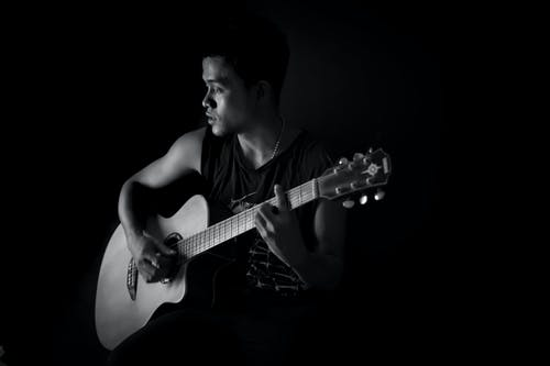 Ảnh lưu trữ miễn phí về Âm nhạc, chàng, con trai, đàn ghi ta