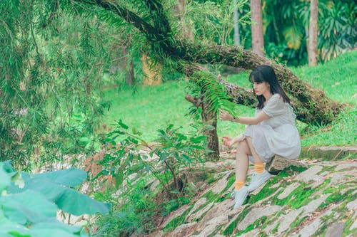 亞洲女孩, 休閒, 公園, 坐 的 免费素材照片