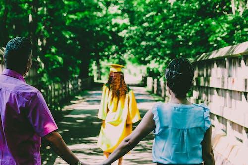 Foto d'estoc gratuïta de dones, família, gent, graduació