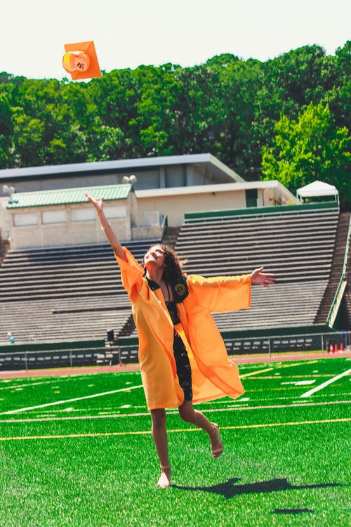 absolvent, akademické šaty, čiapka