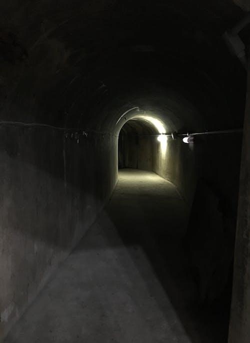 Ilmainen kuvapankkikuva tunnisteilla luola, piilopaikka, pimeys, ydinaseiden