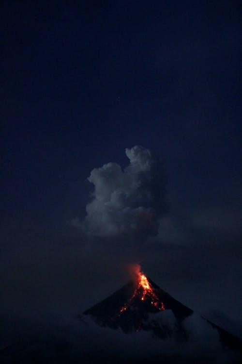 Foto stok gratis asap, bayangan hitam, erupsi, gunung berapi