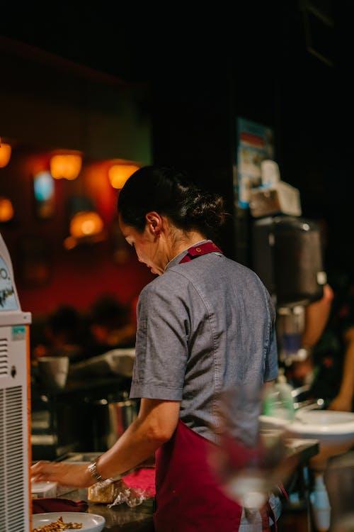 레스토랑, 밤, 사람, 성인의 무료 스톡 사진