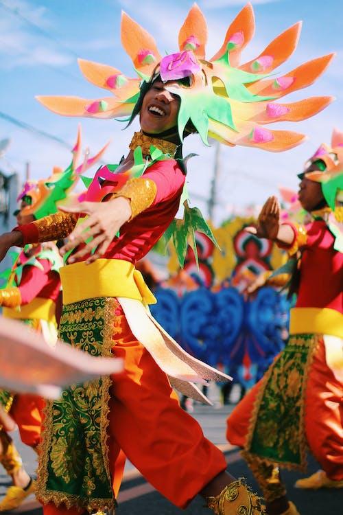 Безкоштовне стокове фото на тему «барвистий, веселий, вечірка, виконавці»